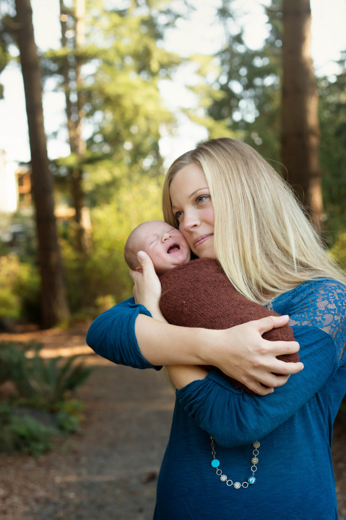 outdoor newborn mini session | Seattle newborn photographer