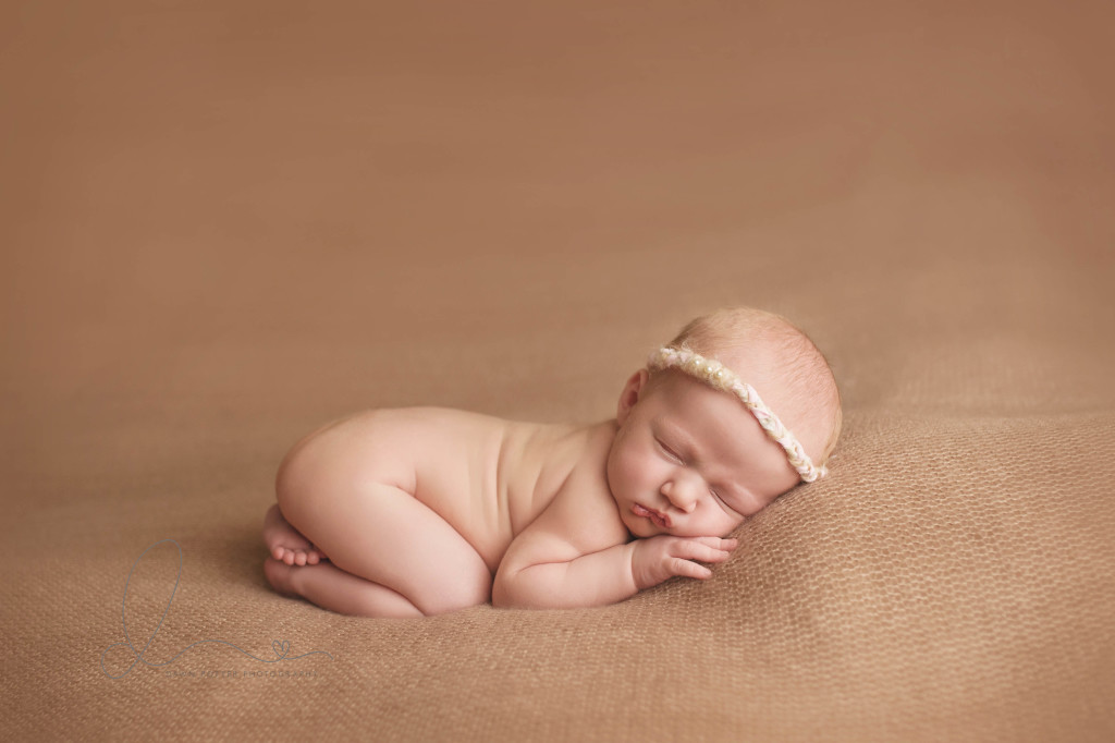 Seattle newborn photographer | newborn baby girl