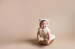 baby girl sitting up | Seattle newborn-baby photographer