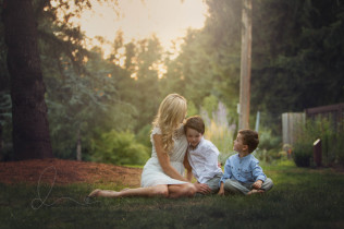 mom and me outdoor session | mom with two boys | maple valley issaquah child photographer