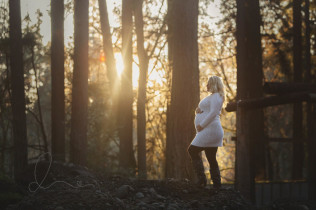 outdoor maternity session | family of 3 | Issaquah baby photographer