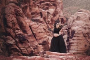 las vegas red rock canyon maternity session | traveling newborn photographer